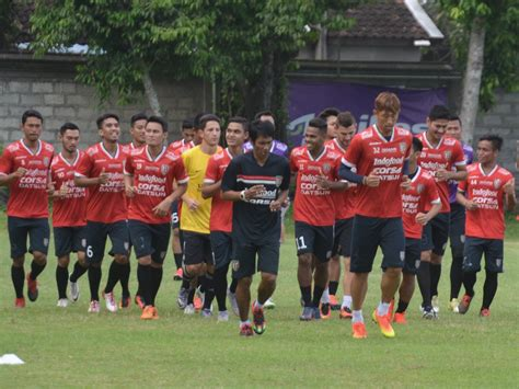 Jersey Bali United Liga Gojek 2017 hasil liga gojek traveloka ps tni vs bali united skor 3 4 tirto id
