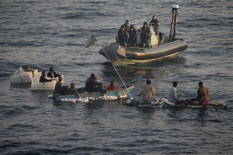 inflatable boats darwin hmas darwin rescues 13 off the coast of pakistan navy daily