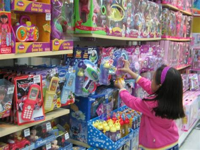 casa della gomma bologna rapina con fucile al negozio di giocattoli terrore al toys