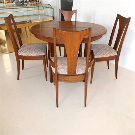 Broyhill Dining Table And Chairs Broyhill Brasilia Walnut Dining Table And Chairs At 1stdibs