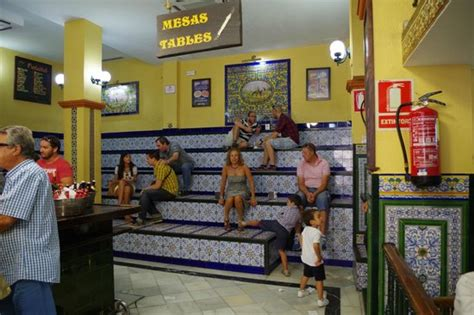 alacena san eloy escaleras fotograf 237 a de patio san eloy sevilla tripadvisor