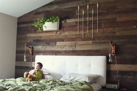 Decorating The Pallet Wall Snappy Casual How To Decorate Wall