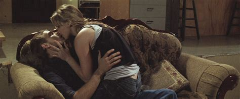 the house at the end of the street max thieriot and jennifer lawrence in house at the end of the street heyuguys
