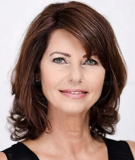 womens haircuts at 50 shoulder length hairstyles shoulder length hairstyles for women over 50