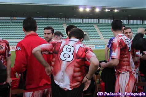 desain jersey aneh klub sepak bola spanyol menggunakan seragam mirip colossal