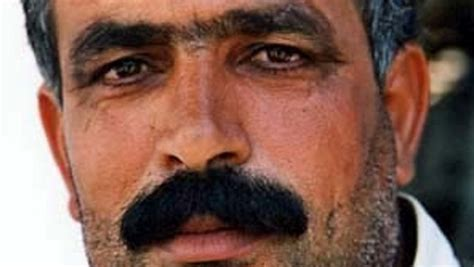 le pondremos un bigote 8498259703 le boom des implants de moustaches au moyen orient