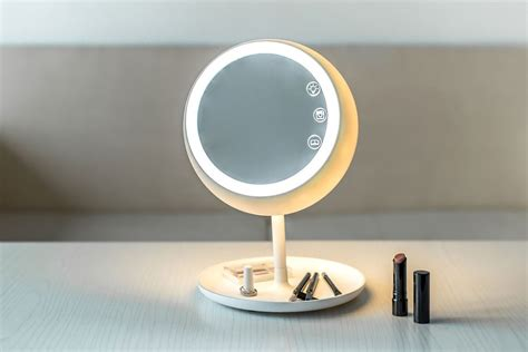 cermin pintar bantu make up wanita lebih presisi dafunda