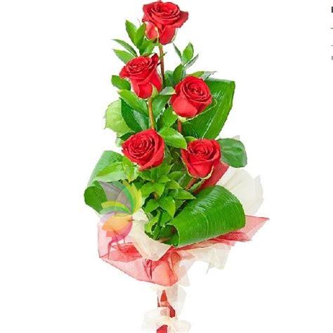 fiori rosse cinque rosse spediamo fiori dolci e regali a domicilio