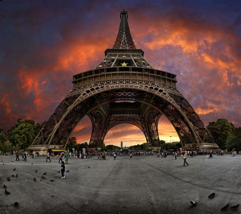 photographs of paris sunset near the eiffel tower paris france photo on sunsurfer