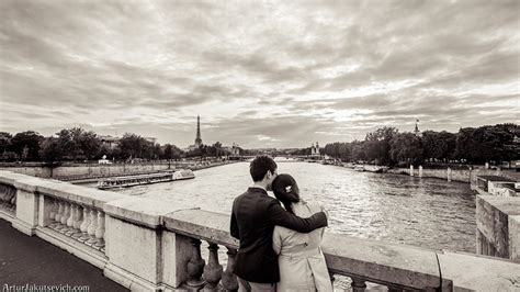 photography lovers pre wedding in paris engagement photography in france