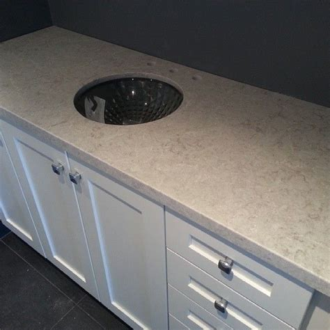trying to find non busy gray quartz countertops kitchens forum gardenweb kitchens bianco drift counters pinterest kitchens girl