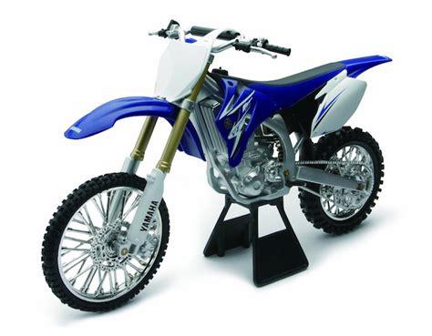 licensed replica diecast of the yamaha yz450f 2009 motorcross dirt bike 1 6 scale die cast