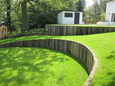 curved garden wall the 25 best ideas about sloping garden on