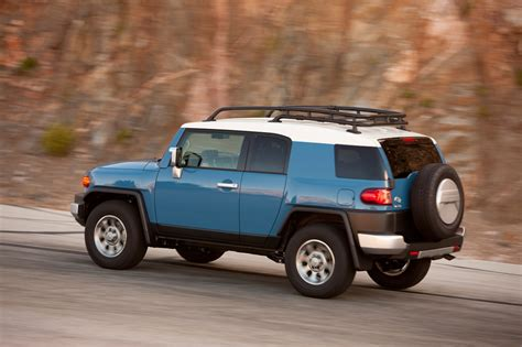 toyota fj 2014 toyota fj cruiser reviews and rating motor trend