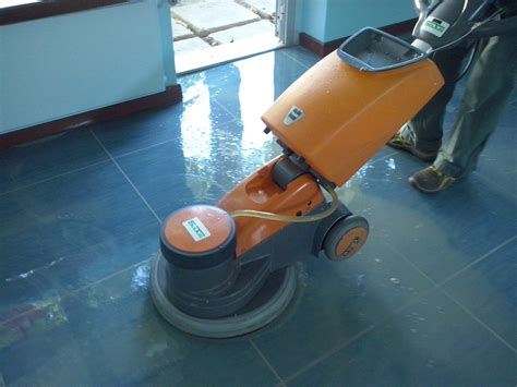 monospazzola per pavimenti manutenzione e la cura dei pavimenti
