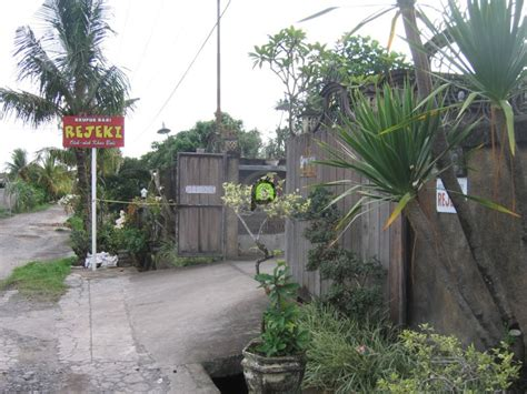Krupuk Babi Rejeki Bali 75gr pesona kuliner tabanan kriuknya krupuk babi rejeki khas