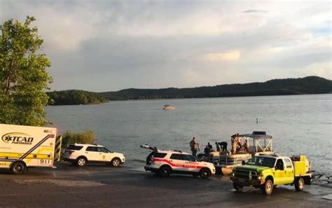 catamaran capsizes and sinks with tourists on board mass casualty incident after missouri tourist boat