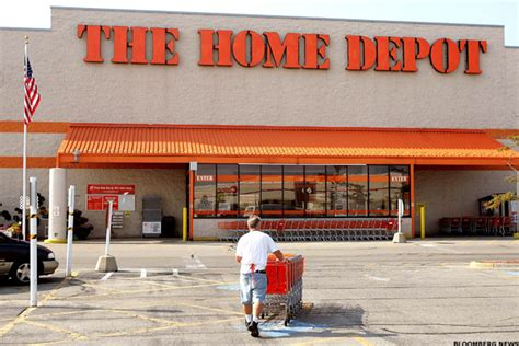 trading home improvement giants home depot lowe s before