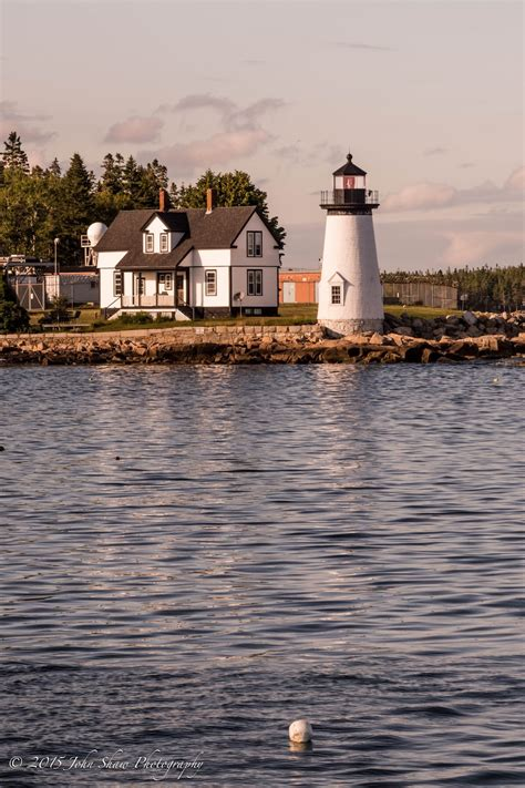 maine lighthouses   prospect harbor point lighthouse