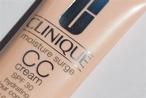 clinique moisture surge cc light medium clinique moisture surge cc spf 30 w odcieniu light
