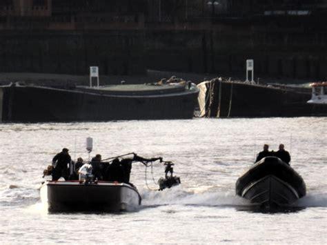 thames river james bond james bond movie spectre filming on river thames 15