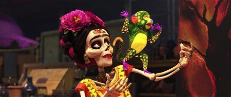 film coco quel age frida kahlo personnage dans coco pixar planet fr