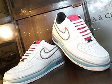 Sepatu Nike Air Max One 1 Wanita Putih Pink Abu Biru Nav top 10 most expensive shoes in the world mostly facts