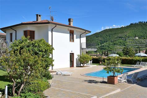 le terrazze garda villen garda c 224 le terrazze with pool