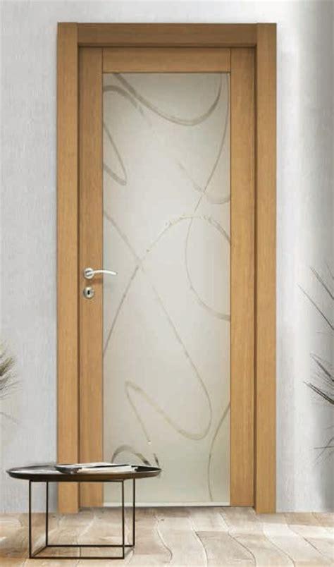 porte in legno e vetro per interni porta per interni in legno rovere e vetro satinato