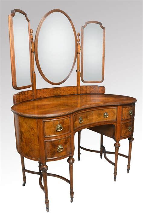 antique kidney shaped walnut kidney shaped dressing table 180662