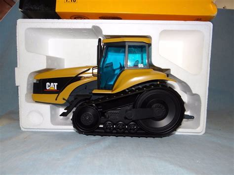 cat 55 challenger ag tractor 1 16 chips on box