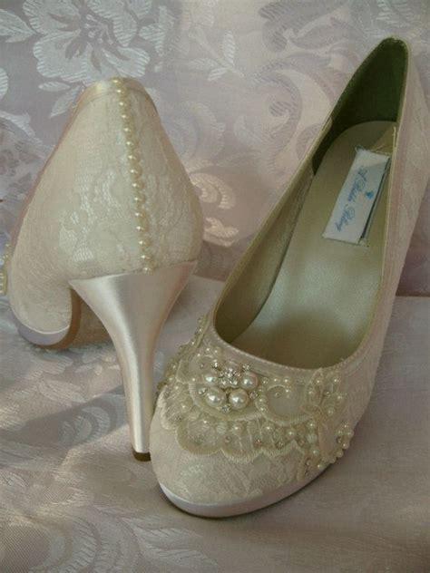 Brautschuhe Ivory Mit Perlen by Hochzeitsschuhe Ivory Oder Wei 223 Brautschuhe Mit Spitze Und