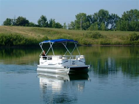 pontoon boat dealers the 25 best small pontoon boats ideas on pinterest mini