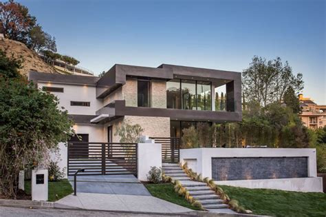 Home Design In Los Angeles by This New House Is Lighting Up The Hollywood Hills In Los