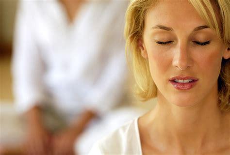 stanchezza mal di testa ecco un semplice esercizio in grado di alleviare mal di