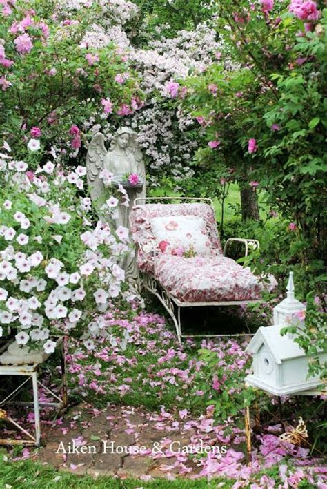 Shabby Chic Garden Decor 25 Best Ideas About Shabby Chic Garden On Pinterest Simple Garden Ideas Garden Ladder And