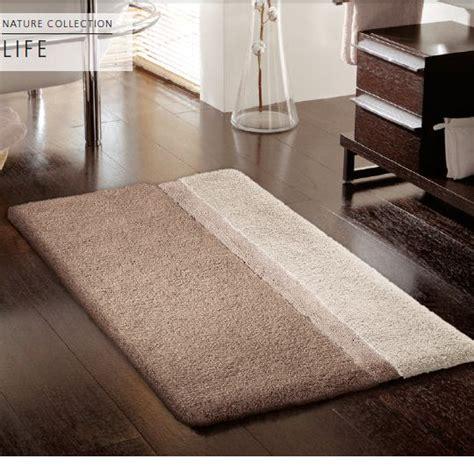 Ikea Badezimmer Teppich Waschen by Badezimmer Teppich Eckige Badewanne Vor Grauer Badezimmer