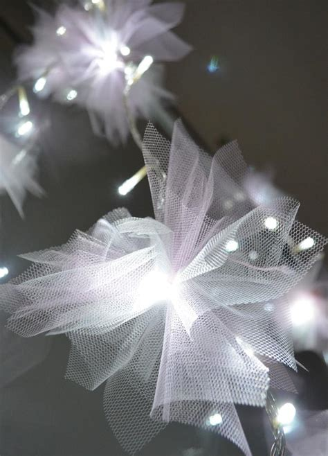 escape from boring christmas tulle lights diy