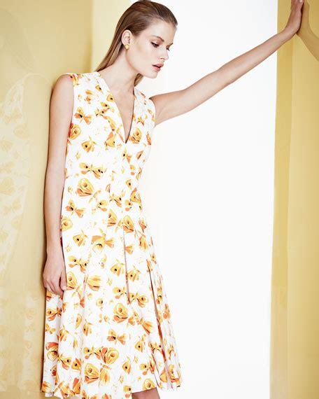 Butterfly Skirt Orange carolina herrera butterfly print pleated v neck dress