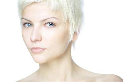 Check out the 4 best haircuts for thin hair hairstyles that make hair