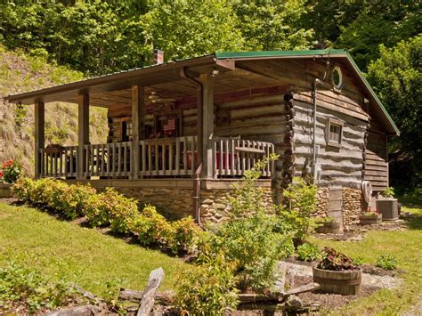 authentic 1890 s log cabin on 45 acres of scenic mountain