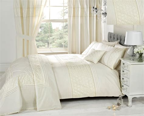 Bedroom Curtains With Matching Bedspreads Ivory Bedding Sets With Matching Curtains In White Bedroom