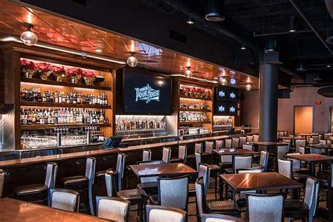 pour house oakbrook pour house oakbrook restaurant and bar in oak brook town pour house