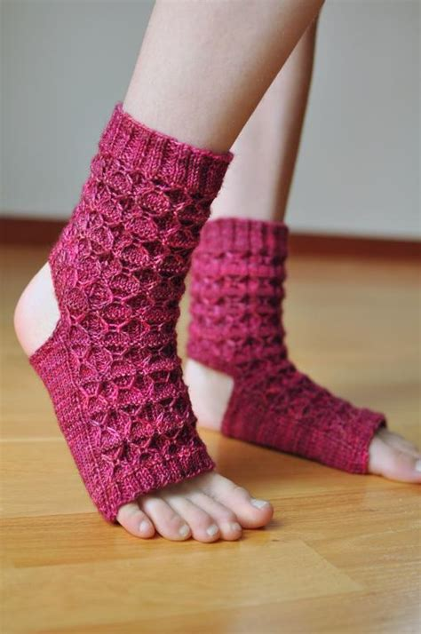yoga socks pattern knit 10 yoga socks knitting patterns