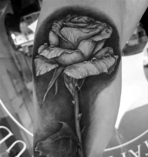 tato di kaki cowok rose tattoo ide desain tinta mawar tato keren untuk pria