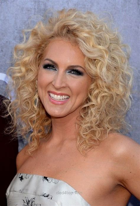 7 easy hairstyles for curly hair weekly change ups with kimberly schlapman shoulder length blonde curly hairstyle