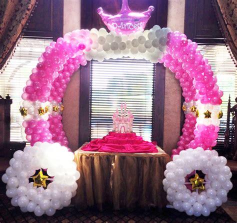 arreglos de mesas con coronas decoraci 243 n princesas carruaje de globos decoraci 243 n en