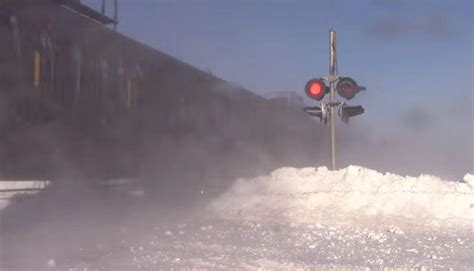imagenes asombrosas en youtube youtube video viral el espectacular paso de un tren por
