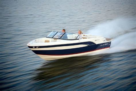 where are larson boats made 10 eye catching powerboats boats