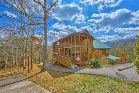 Usa Cabins In Gatlinburg Tn by Cabin In The Smoky Mountains With Swimming Pool